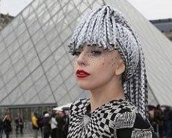 Lady Gaga в наряде от Versace – шок на улицах Парижа