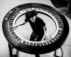 Дизайнерское пианино для Lady Gaga