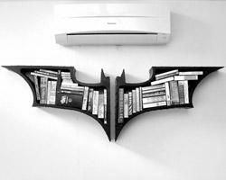 Книжная полка в стиле «Бэтмен»