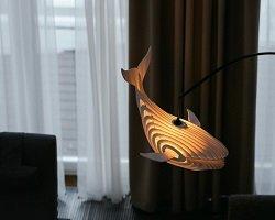 Элегантная дизайнерская лампа в форме кита
