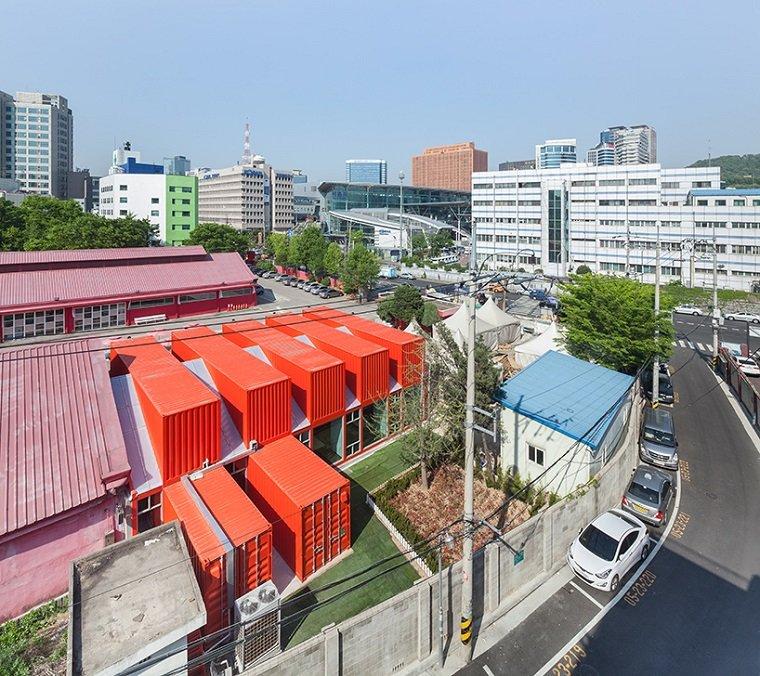 Кафе и рестораны из грузовых контейнеров в центре Сеула