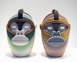 Дизайнерские вазы в форме голов обезьян