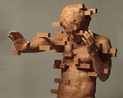 Деревянные скульптуры в пиксельном стиле
