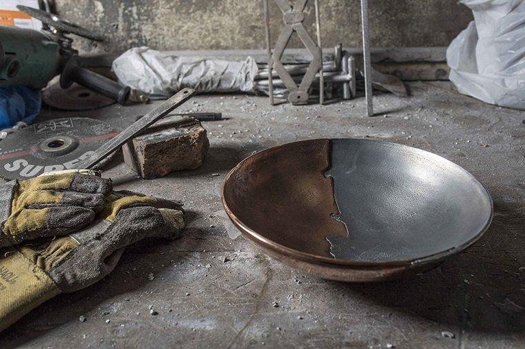 Чаши из двух металлов by Kawther Al Saffar