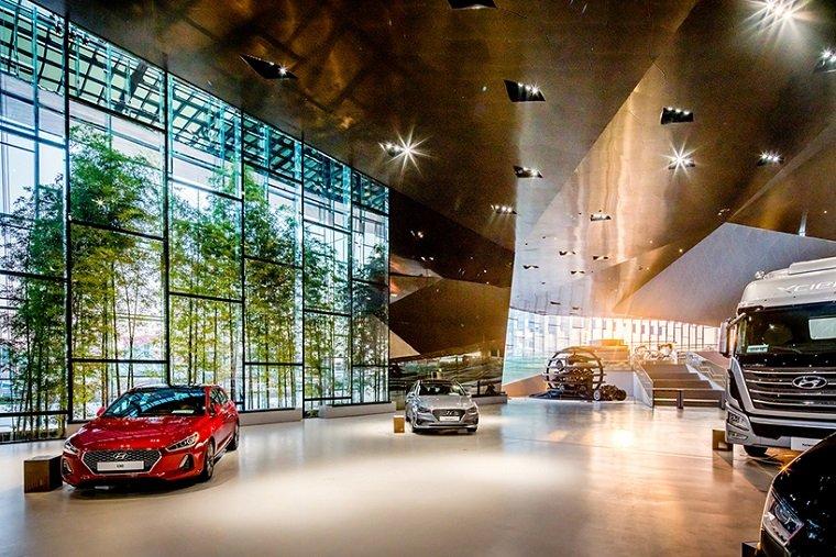 Многофункциональный автоцентр Hyundai в Южной Корее