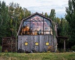 Сельский домик для отдыха в ретро-стиле