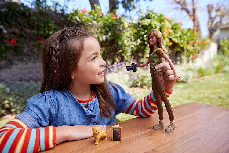 Новый образ куклы Барби – журналист National Geographic