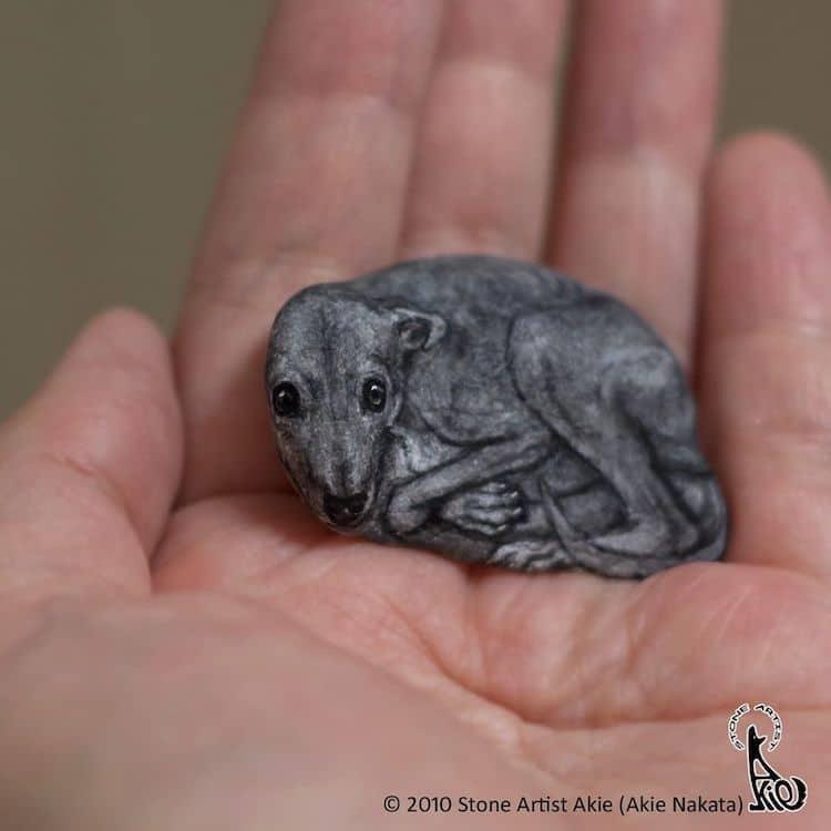 Реалистичные фигурки животных из речных камней by Akie Nakata